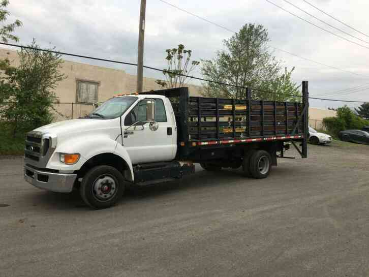 FORD F650 STAKE BODY TRUCK WITH LIFT GATE (2013)