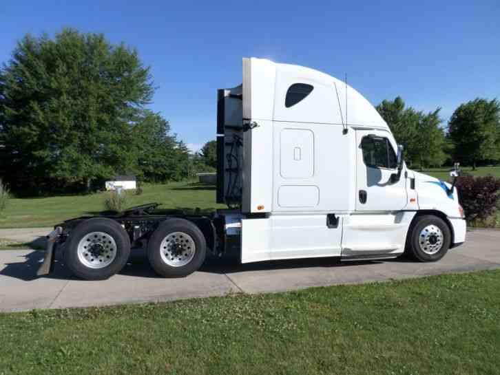 Freightliner Cascadia 2013 Sleeper Semi Trucks