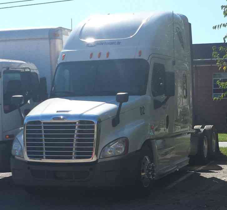 Freightliner Tractor Weight : Freightliner cascadia sleeper semi trucks