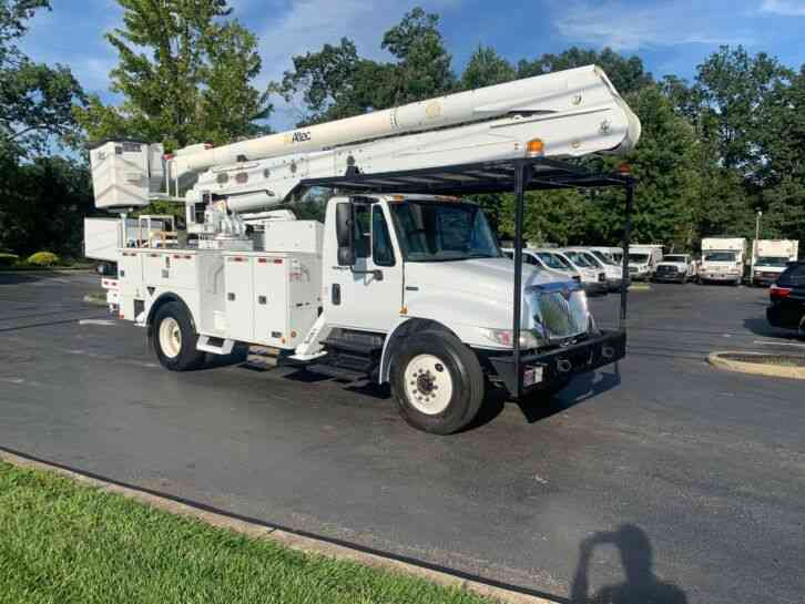 INTERNATIONAL 60' BUCKET TRUCK 50K MILES 4300 (2013)