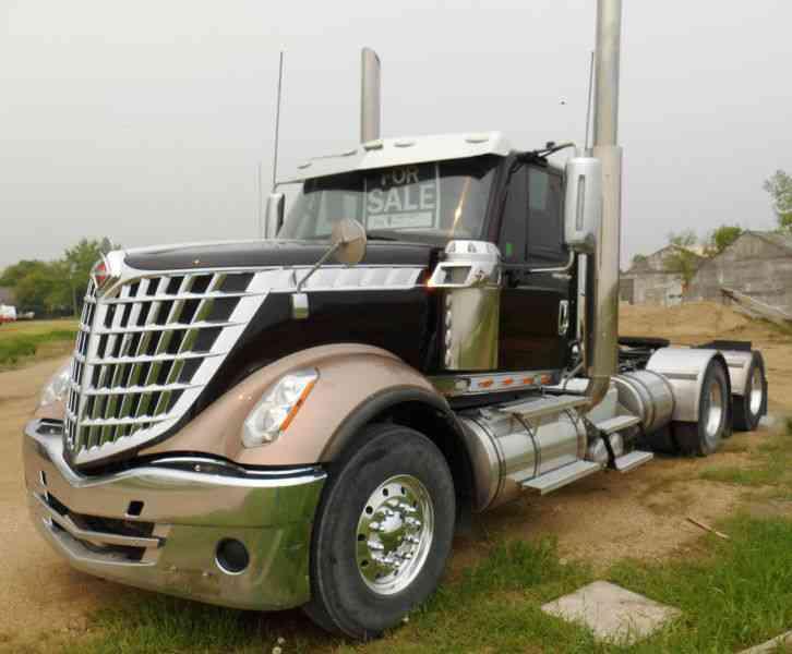 International Lonestar 2013 Daycab Semi Trucks