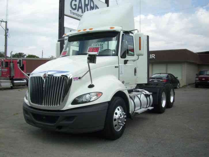 International Prostar 2013 Daycab Semi Trucks