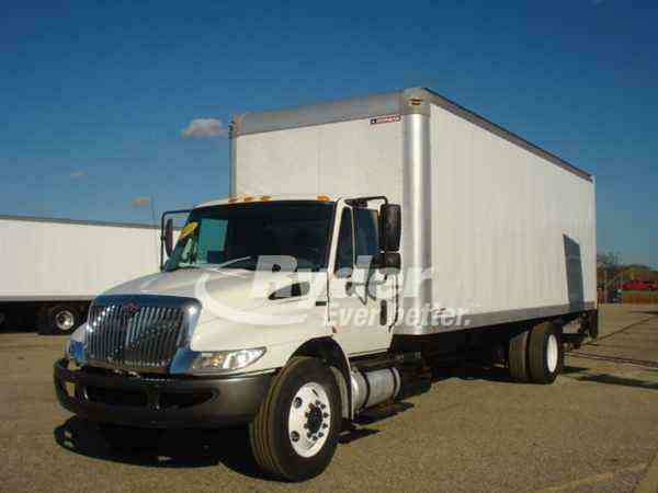 NAVISTAR INTERNATIONAL 4300 -- (2013)