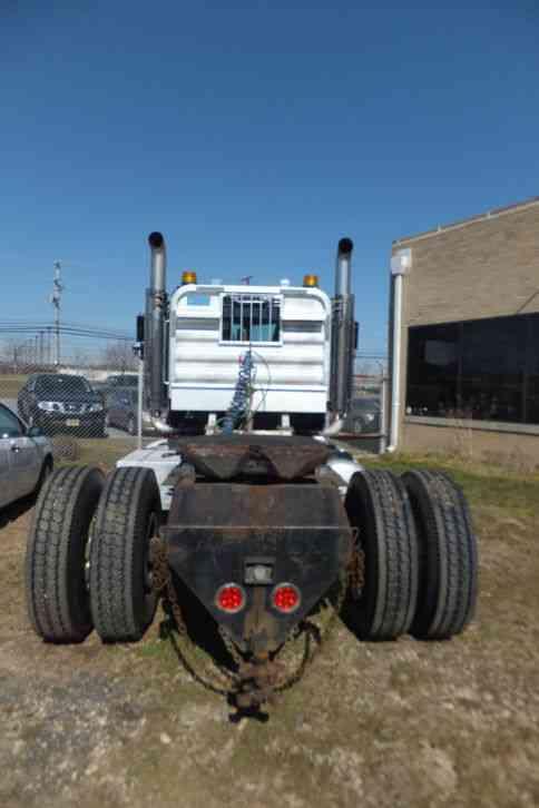 Peterbilt 388 2013 Daycab Semi Trucks