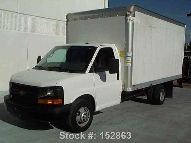 Chevrolet Express 3500 BOX TRUCK 6. 0L LOAD RAMP (2014)