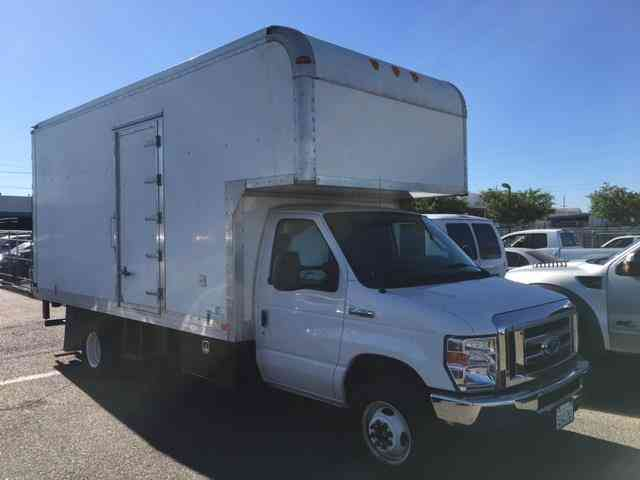 Ford E Commercial Cutaway Ft Box Truck Side Door Lift Gate V Gas on Intermittent Gas Lift