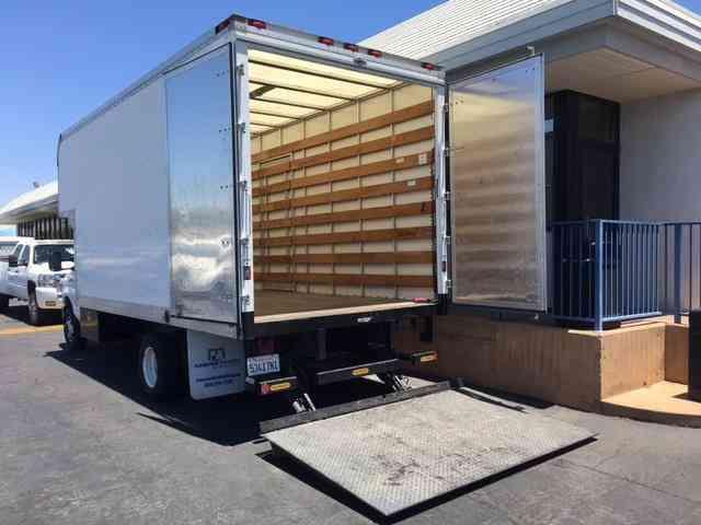 Ford Econoline Commercial Cutaway -- (2014) : Van / Box Trucks