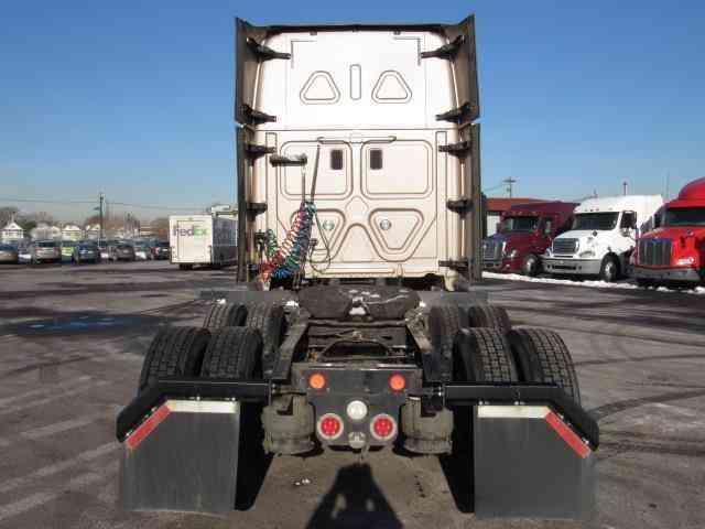 Freightliner Cascadevo 2014 Sleeper Semi Trucks