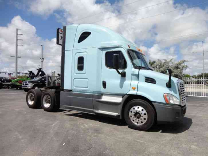 Freightliner CASCADIA SLEEPER TRACTOR TRUCK. . CONVENTIONAL TANDEM AXLE (2014)