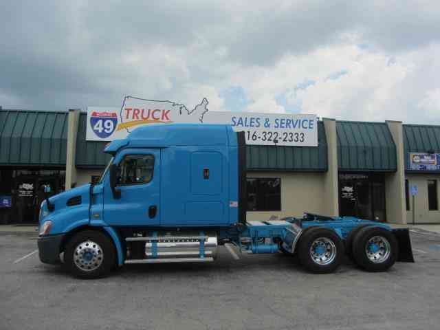 2014-freightliner-cascadia-t-a-mid-roof-