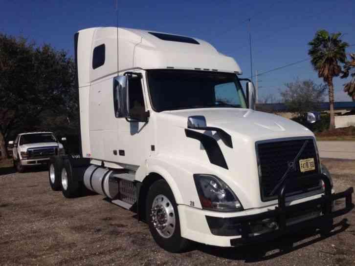 Volvo 670 2014 Sleeper Semi Trucks