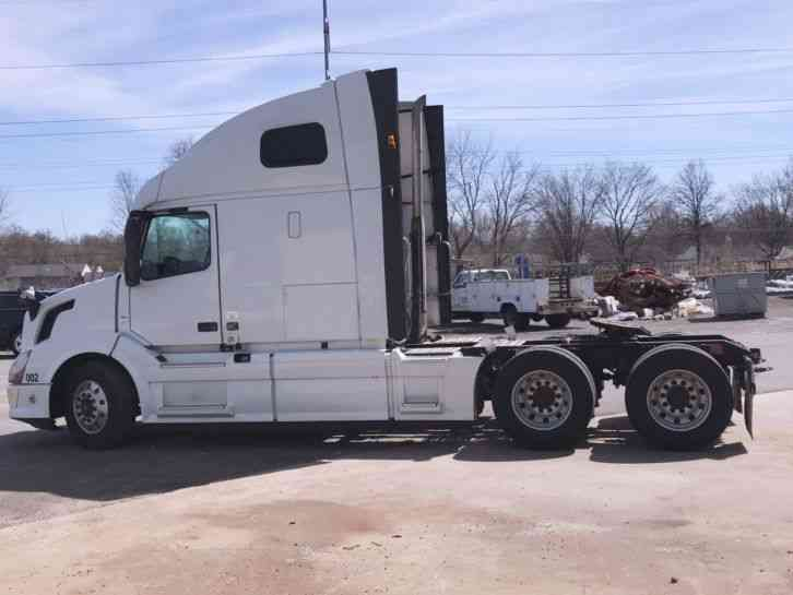 Volvo 670 (2014) : Sleeper Semi Trucks