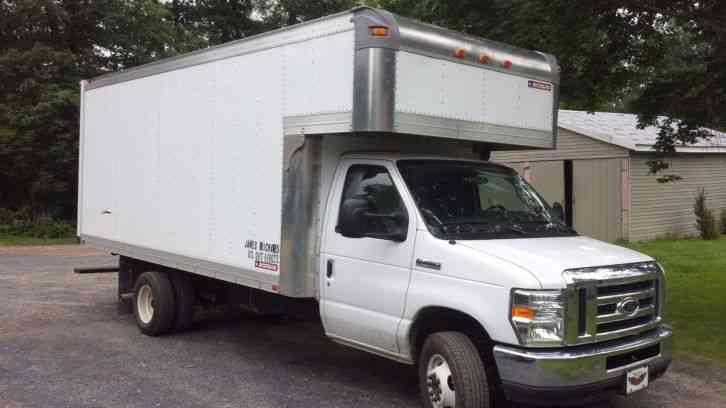 Ford Box Truck 17 Foot (2015) : Van / Box Trucks