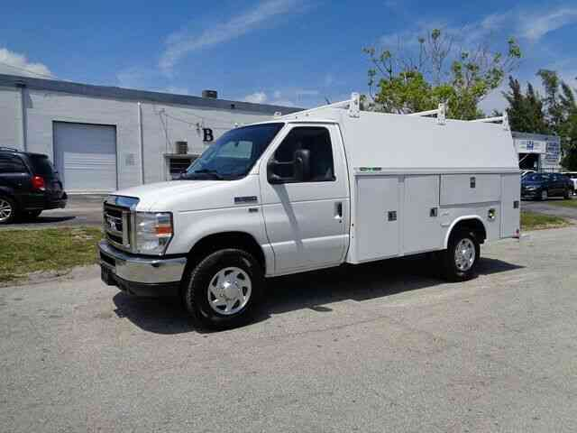 FORD E350 WALK IN UTILITY SERVICE TRUCK (2015)