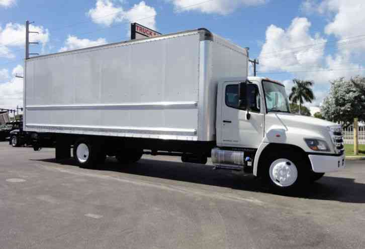 HINO 268 26FT DRY BOX TRUCK . CARGO TRUCK WITH LIFTGATE (2015)