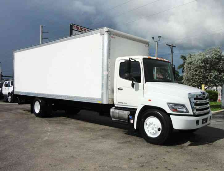 HINO 268A 26FT DRY BOX TRUCK. CARGO TRUCK WITH LIFTGATE (2015)