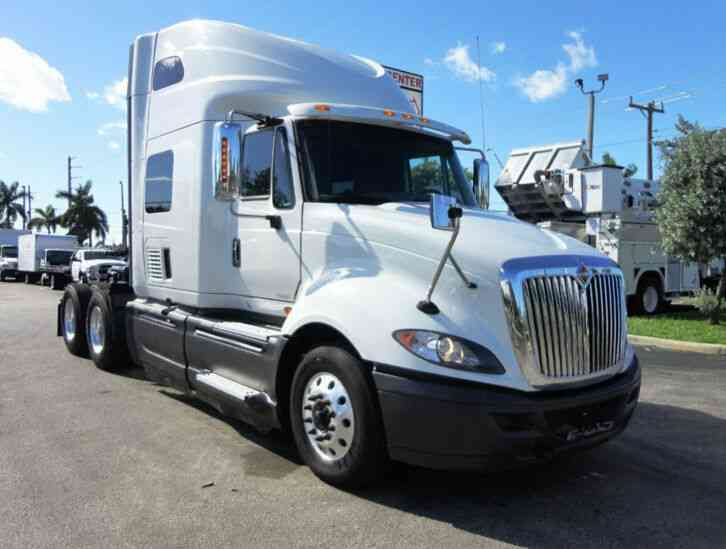 International PROSTAR LF627 TANDEM AXLE SLEEPER TRACTOR TRUCK (2015)