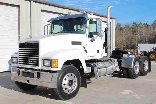 Mack Trucks Automatic : Mack chu daycab semi trucks