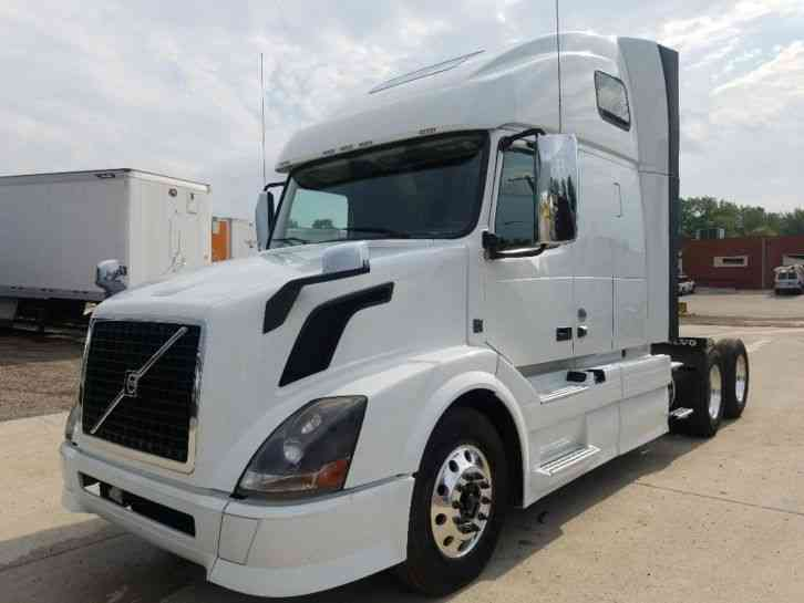 Volvo Vnl64t670 2015 Sleeper Semi Trucks