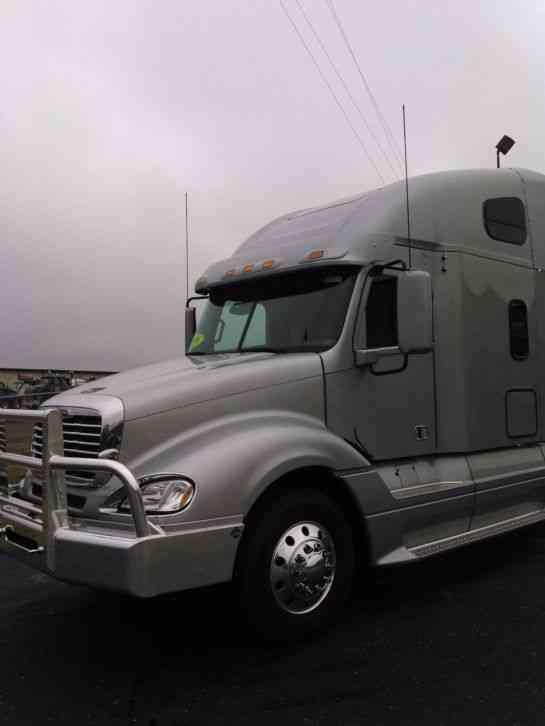 Freightliner (2016) : Sleeper Semi Trucks