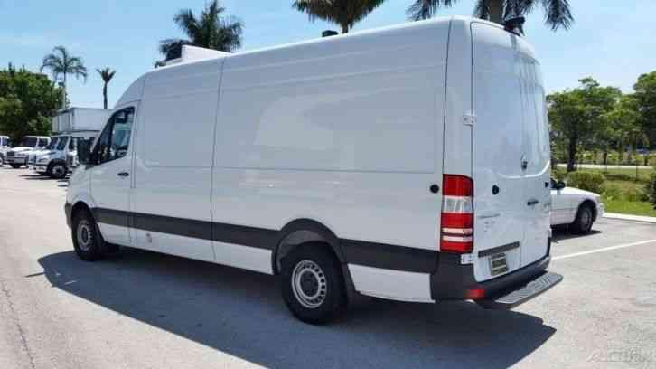 Freightliner Sprinter 2500 2016 Van Box Trucks