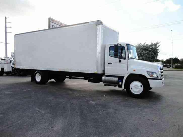 HINO 268A 26FT DRY BOX TRUCK . CARGO TRUCK WITH LIFTGATE (2016)