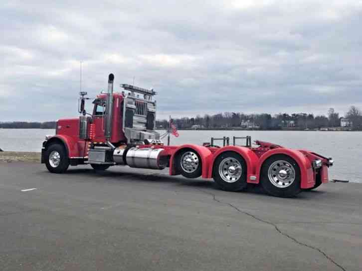 Peterbilt Semi Tri Axle Truck : Peterbilt  daycab semi trucks