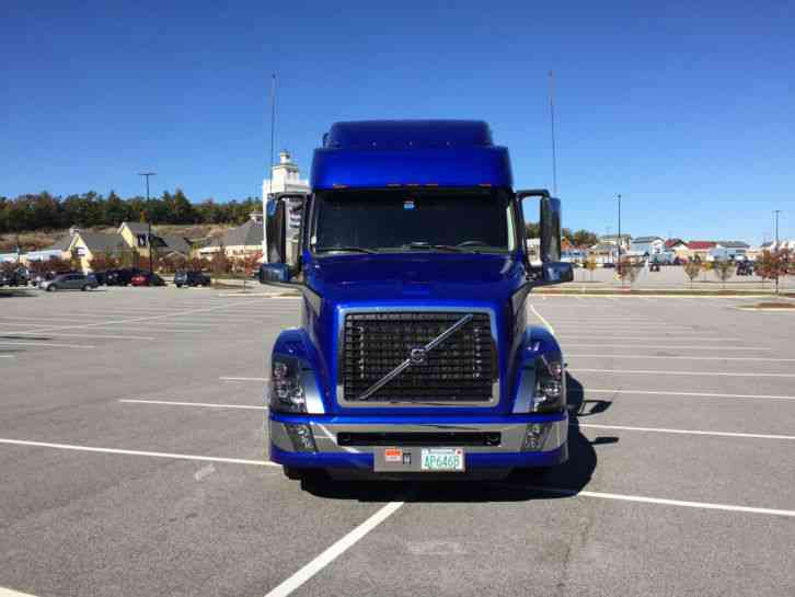 Volvo VNL 64T730 (2016) : Sleeper Semi Trucks