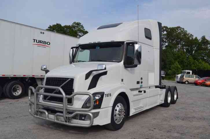 Volvo VNL64T670 (2016) : Sleeper Semi Trucks