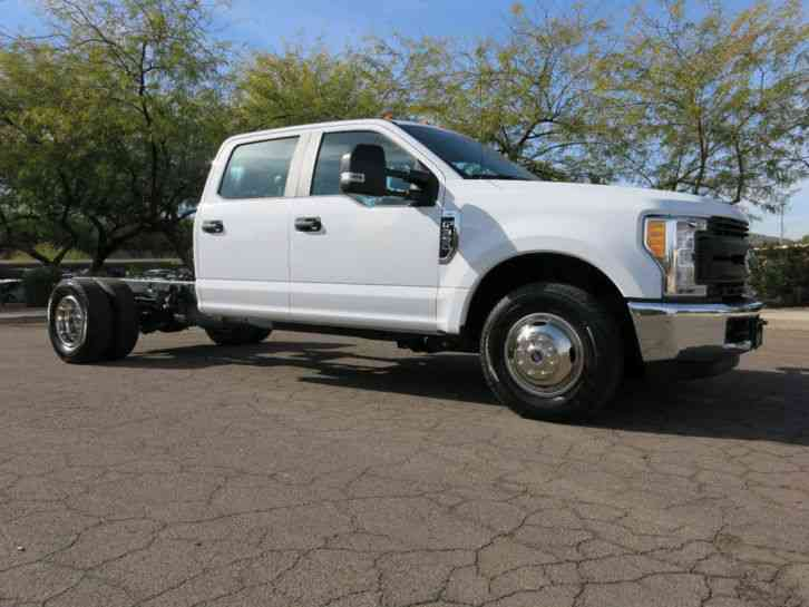 Ford Super Duty F-350 DRW Cab-Chassis XL 2WD Crew Cab 179 (2017)