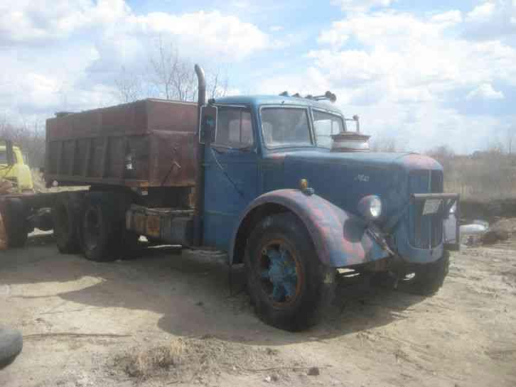 mack  1945    daycab semi trucks