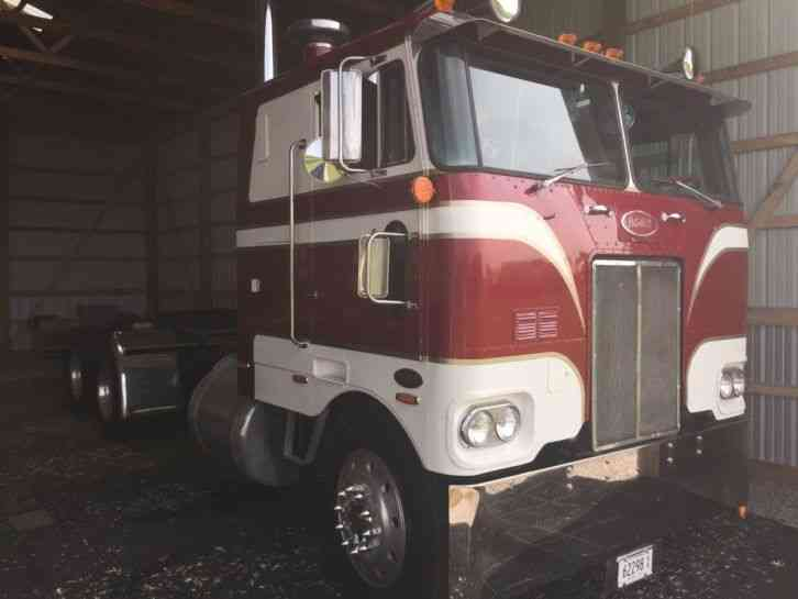 Peterbilt 1979 Sleeper Semi Trucks