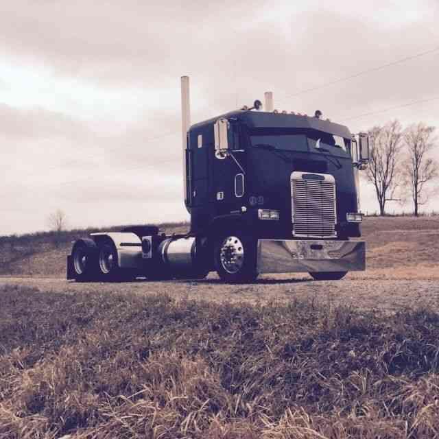 Freightliner (1993) : Sleeper Semi Trucks