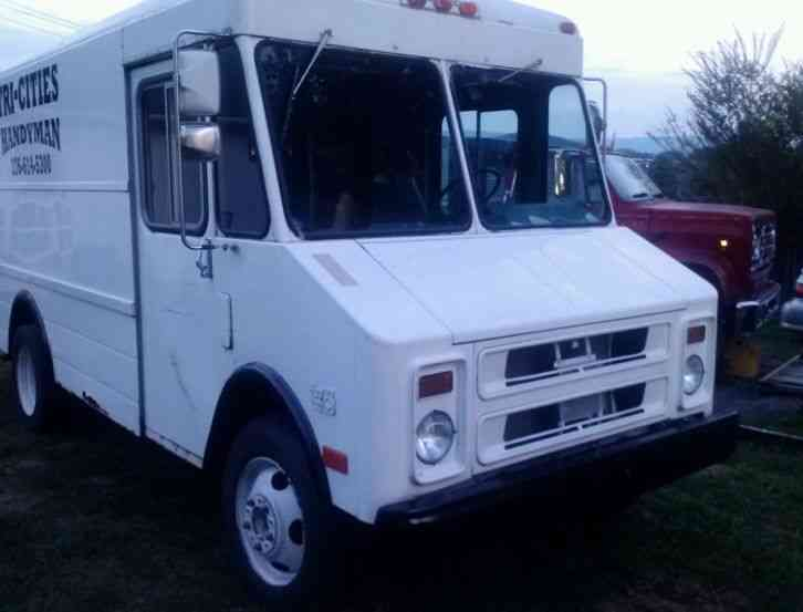 Chevrolet P30 1988 Van Box Trucks