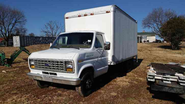 Ford box truck 18ft (1988)
