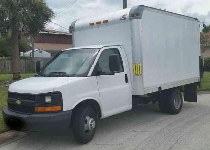 Chevrolet Express G3500 2001  Van  Box Trucks