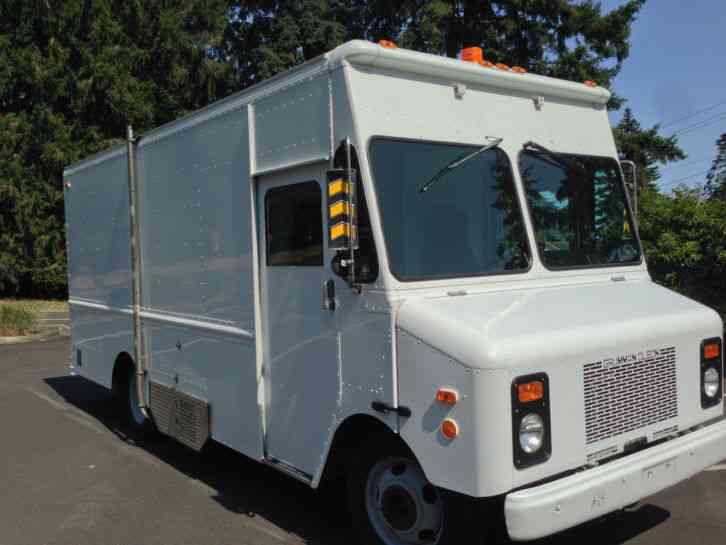 Chevrolet P30 1998 Van Box Trucks