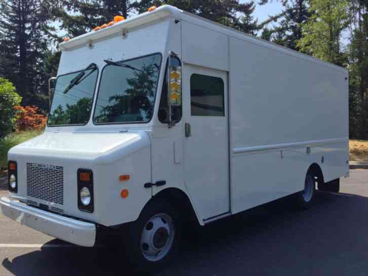 Chevrolet P30 1998 Van Box Trucks