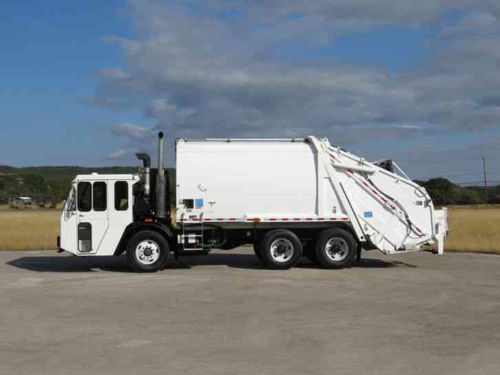 Trash Trucks For Sale >> Crane Carrier Corp Ccc Leach 2r111 Rear Loader Refuse Garbage Trash Truck 2005