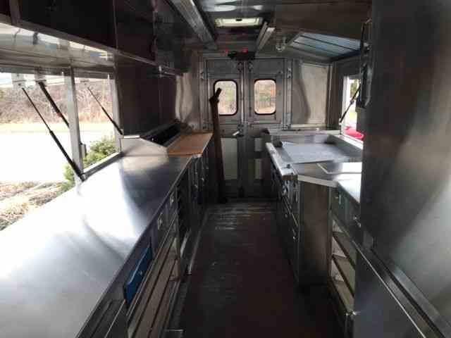 FOOD TRUCK BRAND NEW KITCHEN INSIDE UNUSED 2001 Cummins Freightliner