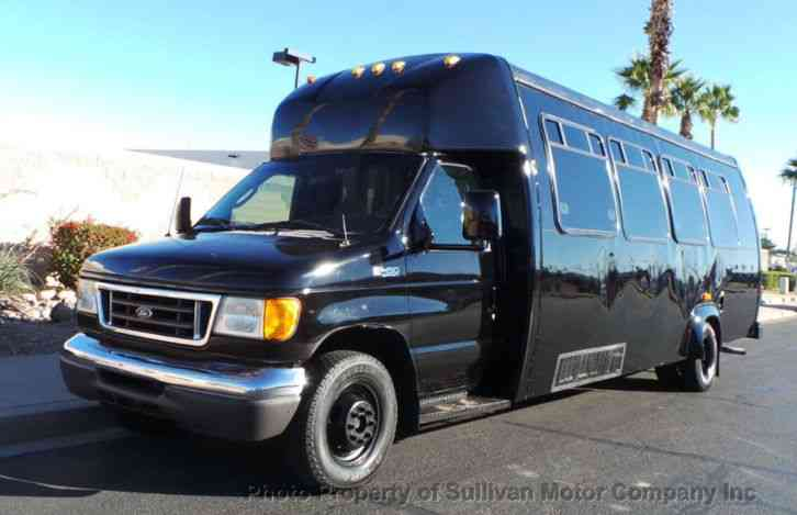 Ford Econoline Commercial Cutaway E-450 Passenger Bus (2005)