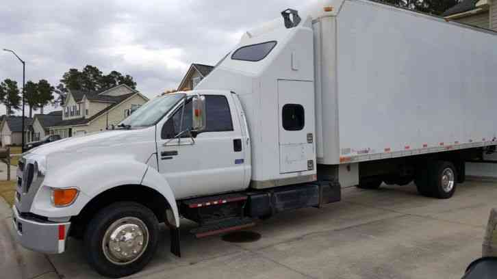 Ford F650 2004 Van Box Trucks