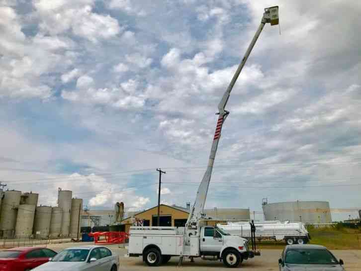 Ford FORD F750 BUCKET TRUCK (2008)