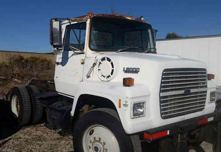 Ford L8000 Single Axle Daycab 1988 Daycab Semi Trucks