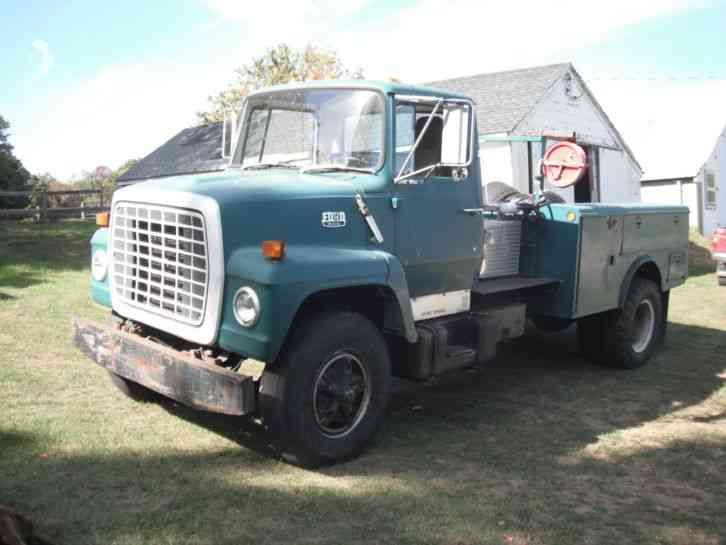 ford ln800  1982    utility    service trucks
