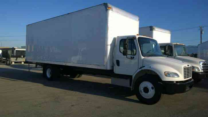 Freightliner 28ft 108 h cube Cummins Diesel Box Truck 26k lbs GVW under CDL (2015)
