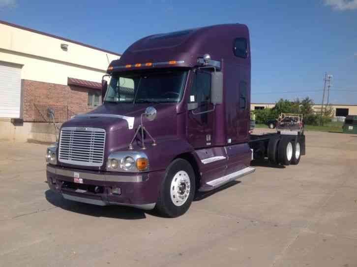 Freightliner Century 2001 Daycab Semi Trucks
