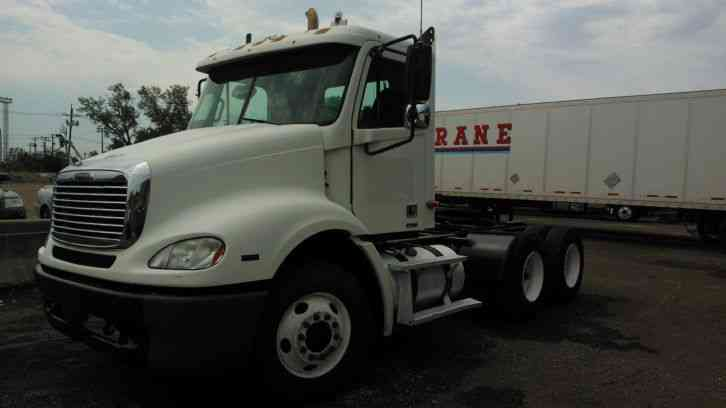 Freightliner columbia 2004 daycab semi trucks for Freightliner mercedes benz