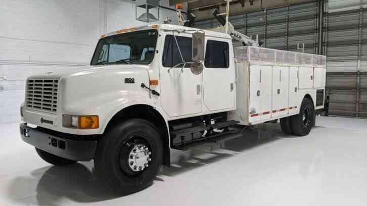 International 4900 Crew Cab Service Utility Truck (2001)