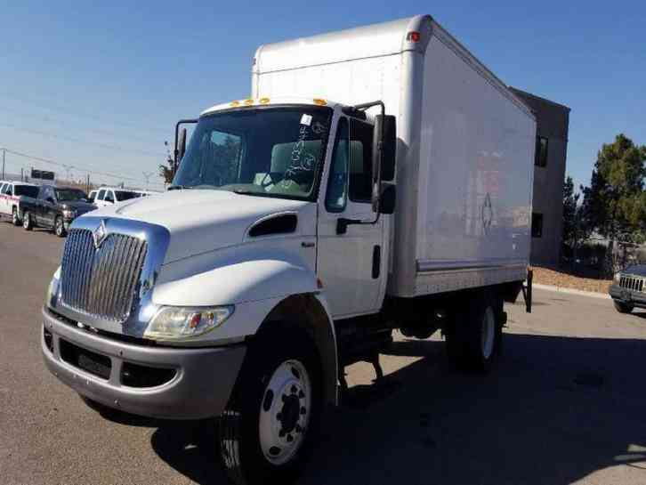 International 4300 Box Truck 62k miles DT466 automatic lift gate boxtruck (2008)